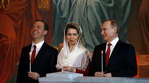 Putin asiste a la misa de Pascua en Moscú
