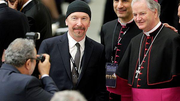 Ο κιθαρίστας των U2 The Edge είναι ο πρώτος ροκ σταρ που έπαιξε μουσική στην Καπέλα Σιστίνα