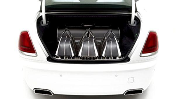 Валізи за ціною машини: нова колекція від Rolls-Royce