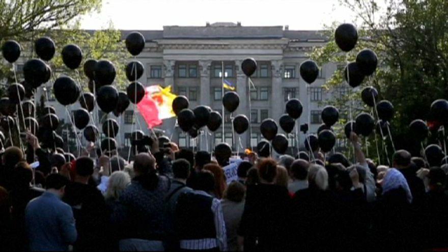Ukraine : les pro-russes pleurent leur morts à Odessa