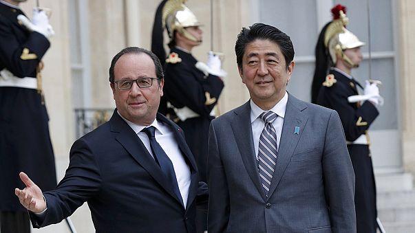 Японский премьер провёл переговоры в Париже