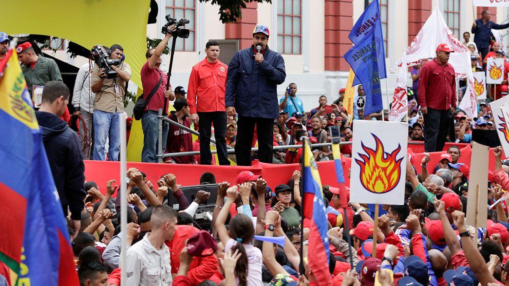 La oposición venezolana entrega 1.8 millón de firmas para activar el referéndum revocatorio de Maduro