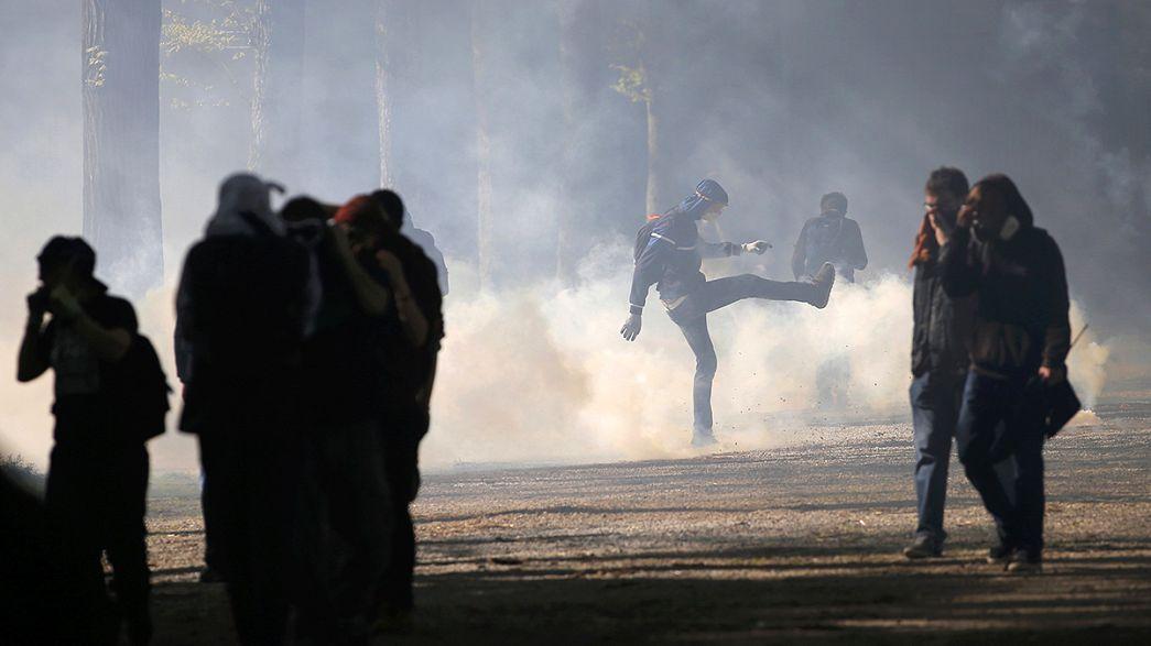 France : la Loi Travail à l'Assemblée, les manifestants toujours dans la rue