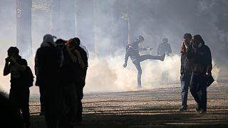 França: Governo socialista debate reformas laborais; Sindicalistas e estudantes protestam