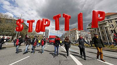 """Ttip: Hollande, """"in questa fase Parigi dice no al trattato Ue-Usa"""""""