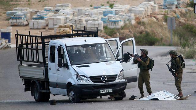 مقتل فلسطيني صدم جنودا إسرائيليين بسيارته في الضفة الغربية