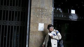 Handelsblatt: Τα δάνεια έσωσαν τις τράπεζες, όχι τους Έλληνες