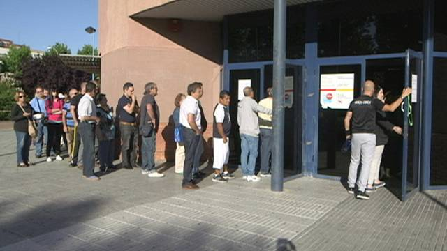 Services and construction jobs reduce Spanish unemployment total for April
