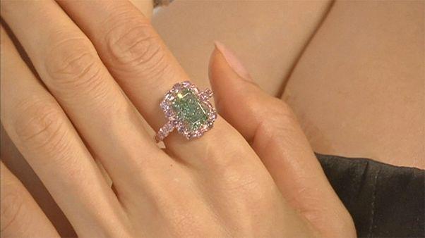 Χονγκ Κονγκ: Σε δημοπρασία το μεγαλύτερο πράσινο διαμάντι στον κόσμο