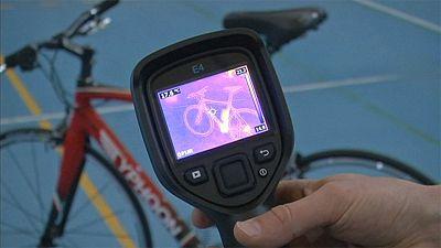 لوحة آيباد للكشف عن الغش بمحركات إلكترونية في سباقات الدراجات الهوائية