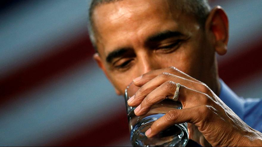 Az ólmozott flinti vízből kortyolt az amerikai elnök