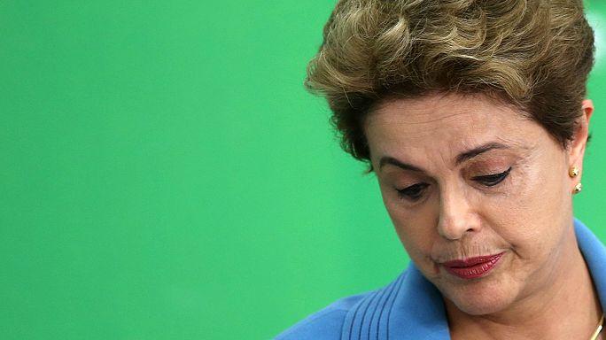 Бразилия: комиссия сената рекомендует отстранить президента от власти
