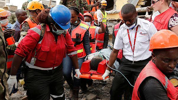 انتشال امرأة من تحت أنقاض مبنى انهار قبل 6 أيام في نيروبي