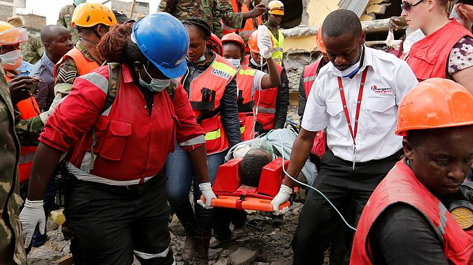 Kenya'da 6 gün önce çöken binanın enkazından canlı kurtarıldı