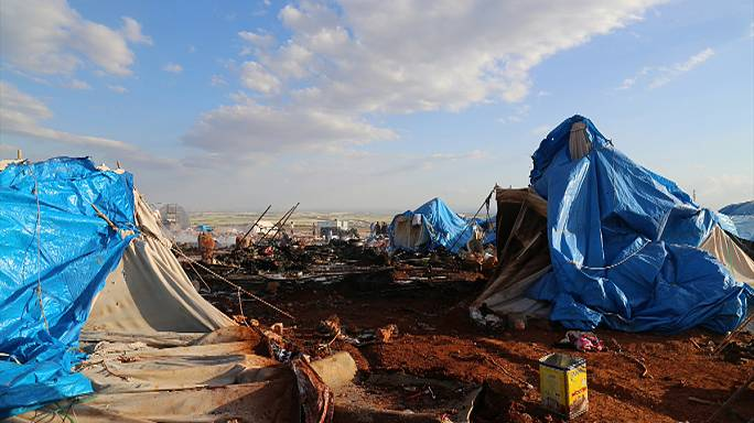 Air strike kills dozens in Syrian refugee camp