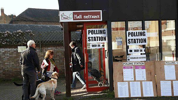 Лейбористы сдают позиции на местных выборах в Великобритании
