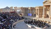 Syria: Russian orchestra holds concert in Palmyra ruins