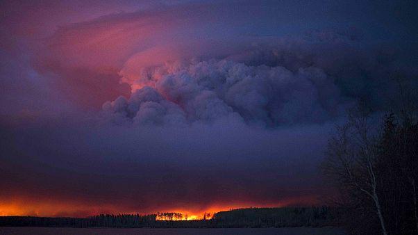 كندا: تفاقم حرائق الغابات والسلطات في مقاطعة البرتا تستبعد عودة قريبة للنازحين من فورت ماكموري