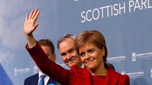 """""""استقلاليو"""" اسكتلندا يفوزون في الانتخابات ويخسرون غالبيتهم البرلمانية"""