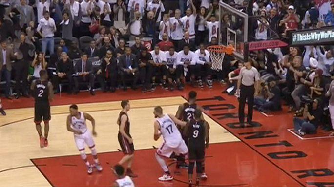 الدوري الأمريكي لكرة السلة: تورونتو ينقذ نفسه بفوزه على ميامي