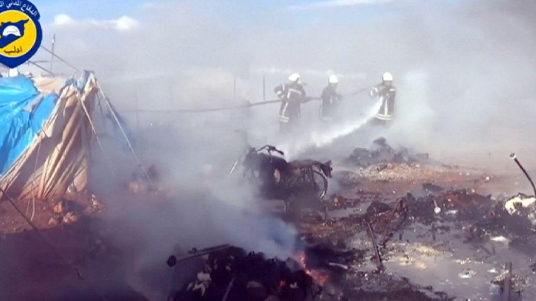 Damasco y Moscú niegan estar detrás del sangriento bombardeo de un campamento de desplazados en Siria