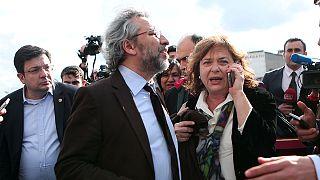 """الحكم بالسجن على صحافيي جريدة """"جمهورية"""" التركية المعارضة"""