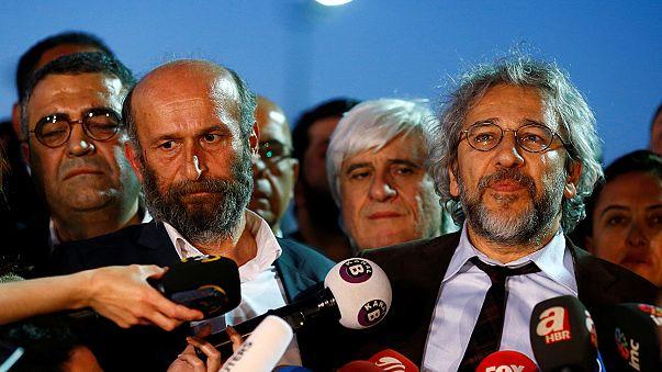 تركيا:السجن للصحفيين جان دوندار واردام غول