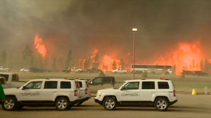 اجلاء آلاف الأشخاص في ألبرتا الكندية بسبب الحرائق