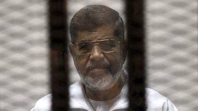 """إحالة أوراق ستة متهين في قضية """"التخابر مع قطر"""" إلى المفتى.. وإرجاء الحكم على مرسي وأخرين إلى 18 يونيو"""