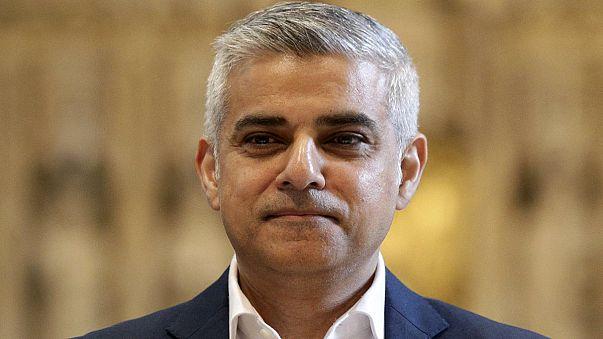 El laborista musulmán Sadiq Khan asume la alcaldía de Londres en un templo cristiano
