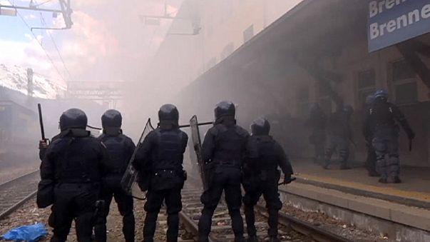 Violente manifestation en Italie contre le mur anti-migrants de l'Autriche