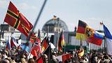 الشرطة تفصل بين مئات المتظاهرين المتطرفين وآلاف من خصومهم في برلين
