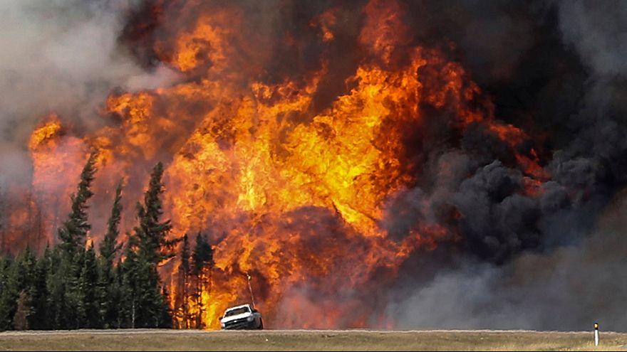 Megfékezhetetlen a kanadai erdőtűz