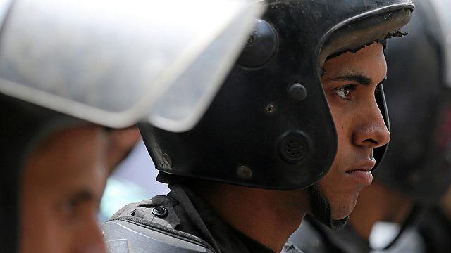 Gunmen kill eight police officers outside Cairo