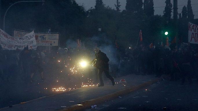 Греция: полиция разогнала митинговавших у парламента