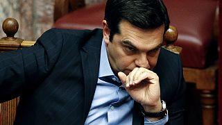 Grecia vota nuove misure di austerità tra le proteste della piazza di Atene