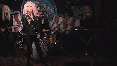 Cyndi Lauper makes a Detour to sing Country