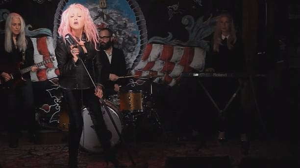 Cyndi Lauper makes a Detour to sing Country