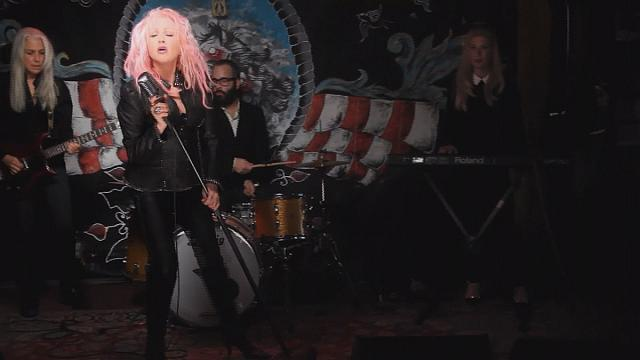 سيندي لوبر تقتحم عالم الكونتري في ألبومها الجديد