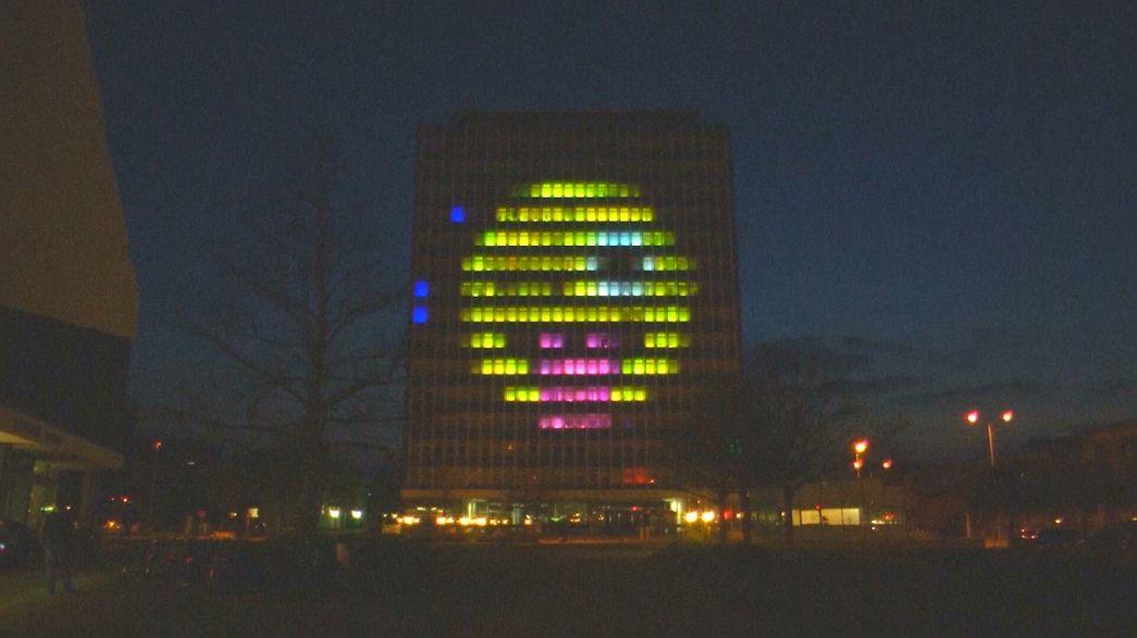 Estudantes criam jogo de Tetris na fachada de um prédio