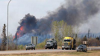 Só a chuva pode parar o incêndio no Canadá
