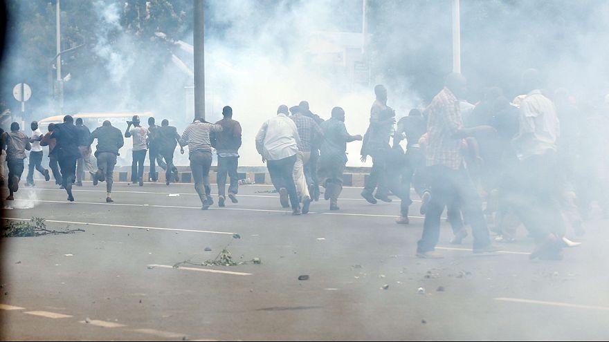 Кения: защищать демократию с камнем в руке