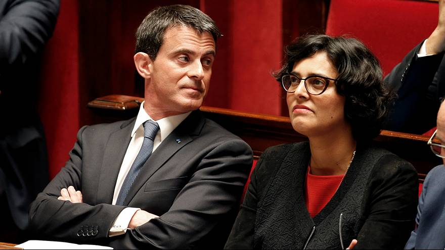 French cabinet votes to force through controversial labour reforms