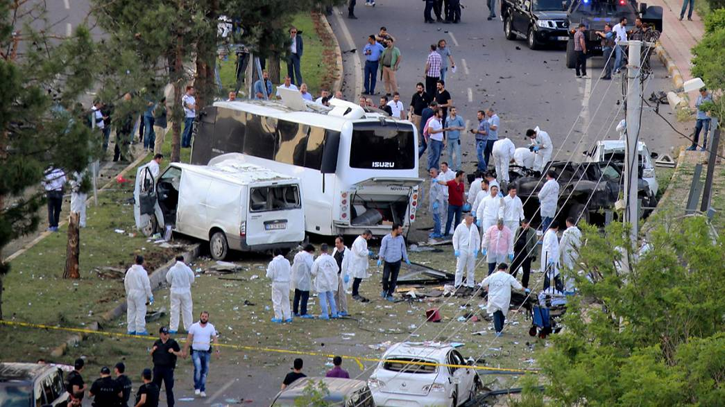Turkey: car bomb kills three in Diyarbakir