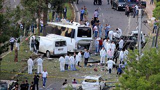 Autobombe trifft Polizeibus im türkischen Diyarbakir, mehrere Tote