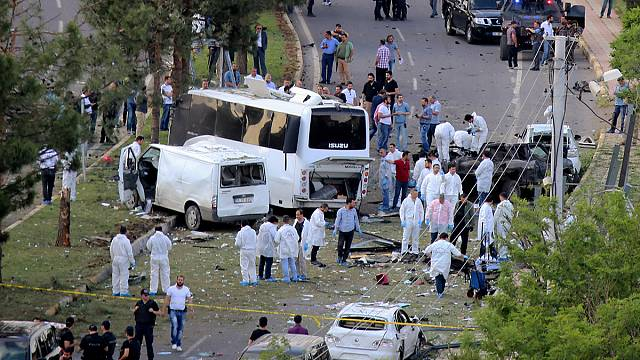 Turkey: car bomb kills three in Diyarbakir