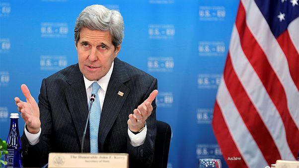 جان کری: شرکتهای خارجی آمریکا را بهانه معامله نکردن با ایران نکنند