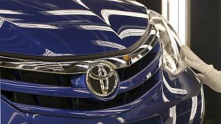 Toyota forecasts profit slump from strong yen