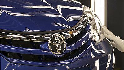 Toyota forecasts profit slump from strong yen