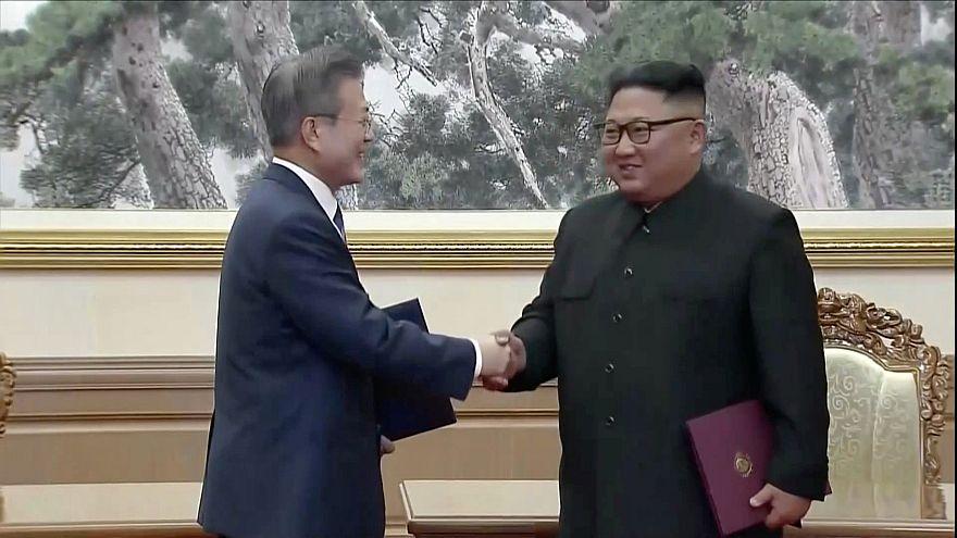 Image: South Korean President Moon Jae-in and North Korean leader Kim Jong